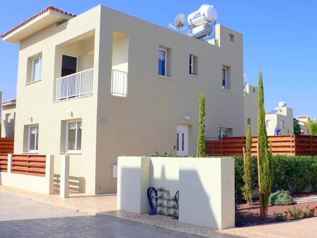Villa Thomas, 3 Bed Villa with Pool - Pernera - Villa
