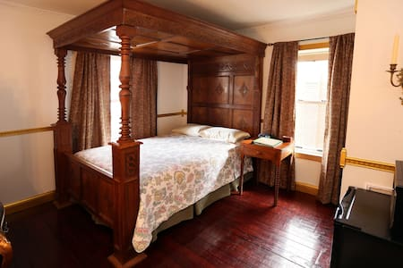 Old Parsonage B&B Jacobean Room