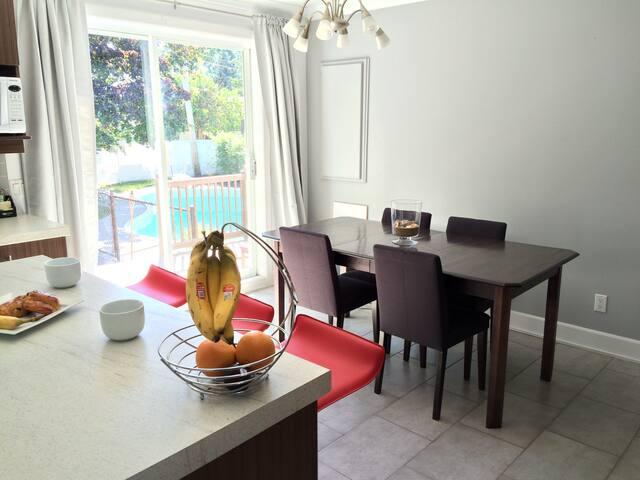 Charmant appartement avec Jardin et piscine privée - Longueuil - บ้าน
