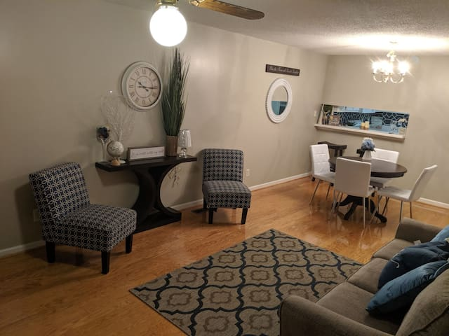 Your Cozy Downtown Greensboro Getaway