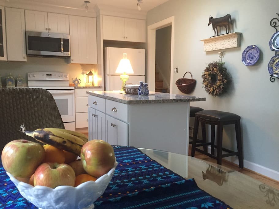 Newly renovated bright eat-in kitchen