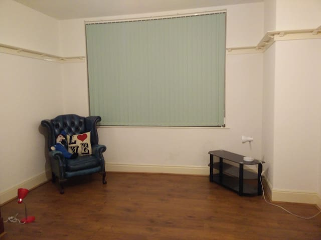 2 Rooms, low cost near Uni with shared Kitchen/WC - Hull - Casa