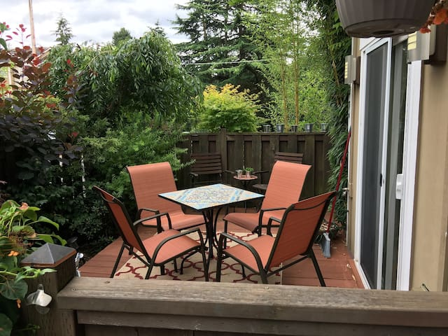 Private and Cozy 1st Floor Nest in North Seattle