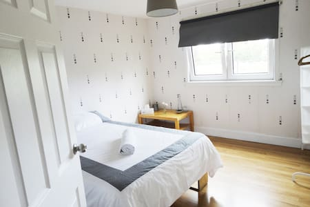 Bright and Clean private room close to the centre