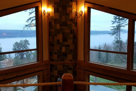 Idle Otter Lodge - Beachfront home on acreage - Port Ludlow - Ev