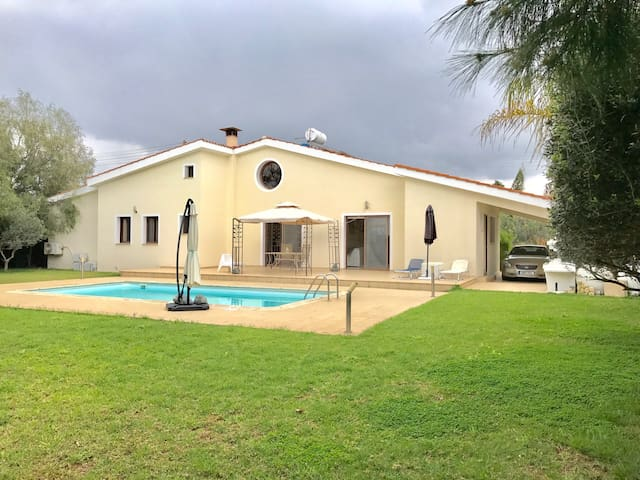 Amazing 4 Br villa with swimm pool - Limassol  - Dom
