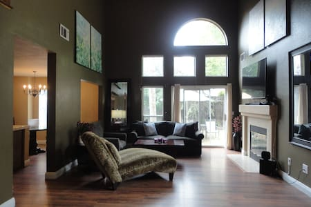 Beautiful home w/ vaulted ceilings - Rocklin - House