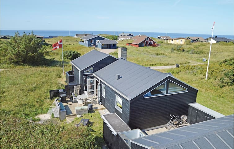 Holiday cottage with 2 bedrooms on 74m² in Hirtshals