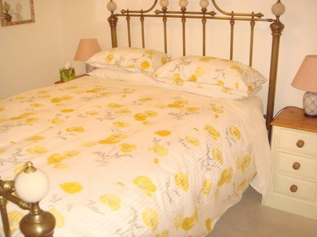 Autumn Folly-Cirencester-Cotswolds-King Size Bed - Cirencester - Bed & Breakfast
