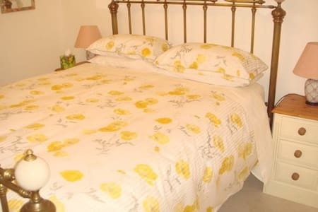 Autumn Folly-Cirencester-Cotswolds-King Size Bed - Cirencester - 住宿加早餐