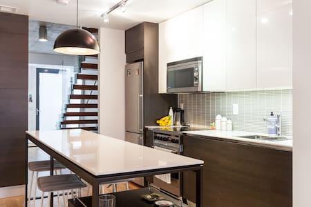 NEW TORONTO QUEEN WEST 2 FLOOR CONDO TOWNHOUSE! - Toronto - Condominium