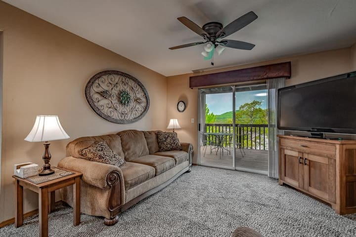 Branson Condo -Walk In Entry 27-3