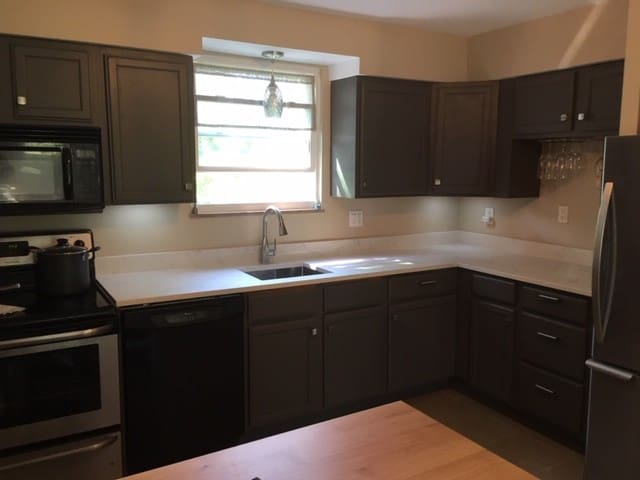 Freshly updated and fully equipped kitchen with quartz countertop