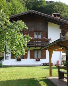 Chalet Monica, tranquility surrounded by greenery - Molina di Ledro
