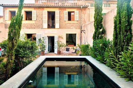Elegant townhouse with private pool