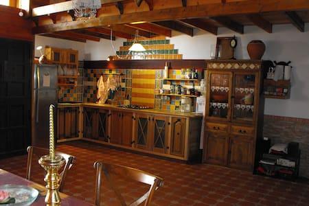 La casa de Tila (Sauna, arte y confort en madera). - La Aldea de San Nicolás  - House