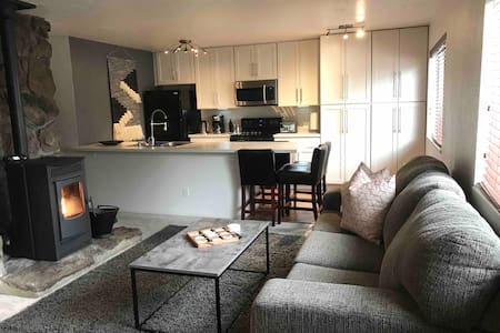 Upstairs 2 Bedroom Condo in the heart of town