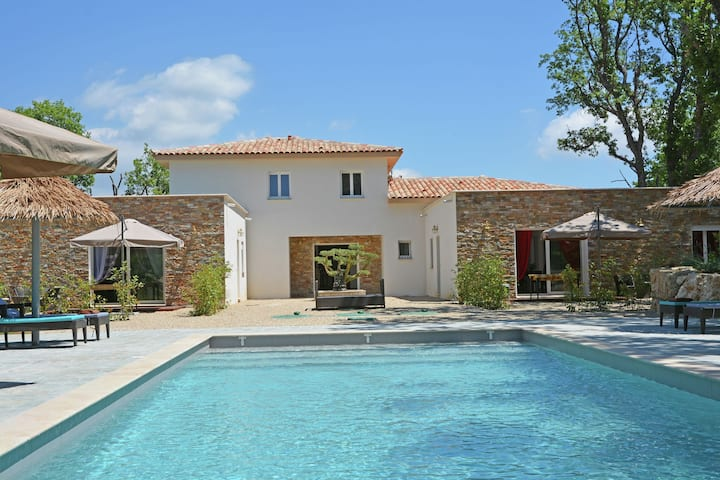 Modern air conditioned villa with pool on the Cote d 'Azur in beautiful surroundings