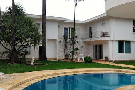 Acomodações em casa no bairro Nova Campinas.