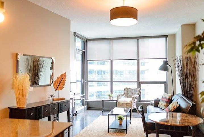 10th flr Luxury 2 Bdrm Keynote Condo w/UG parking