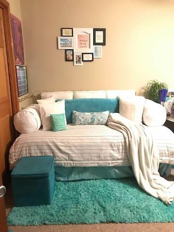 Rae's Cozy Guest Suite!
