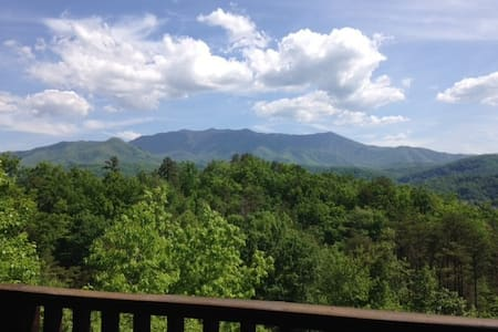 """Just The Two Of Us""  Views & Privacy! Everything! - Gatlinburg - Cabane"