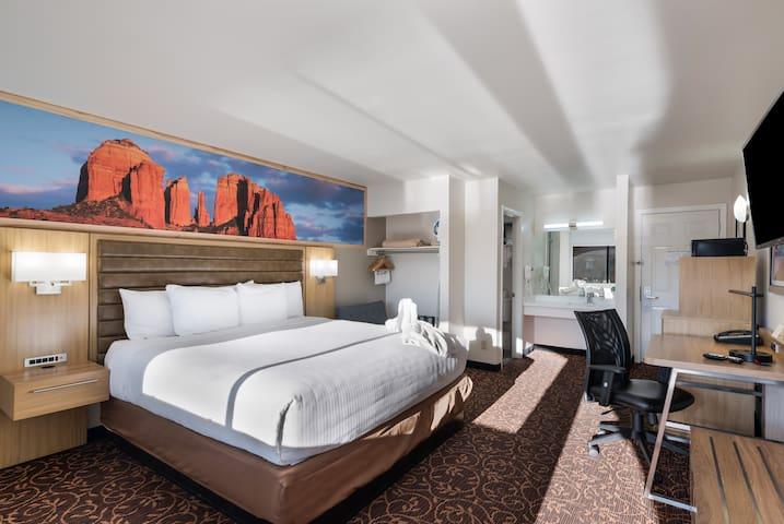 Deluxe King Sedona Room 1