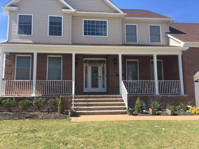 Quiet, Comfy, Convenient Single Family Home