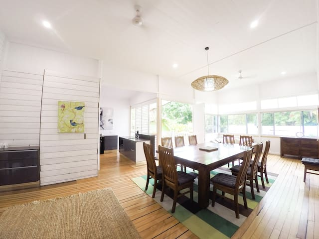 Crazy About Cairns History - 5 Bedrooms