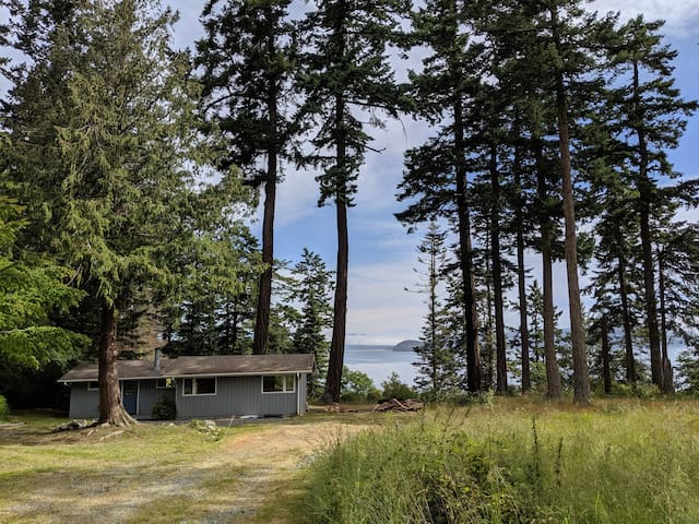 2 Bedroom Waterfront Beach Cottage