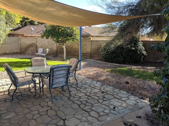 Quiet Townhouse - close to downtown Gilbert