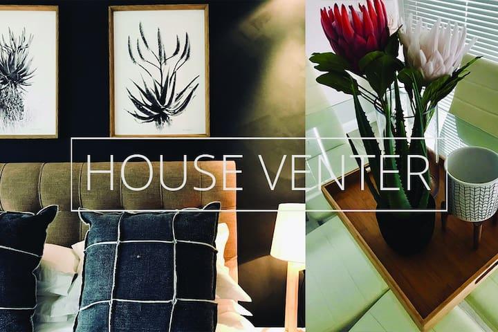 Luxury, Leafy 2 Bedroom Apartment, VC