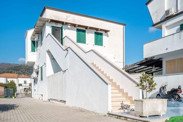 Quaint Apartment in Policastro Bussentino near Sea
