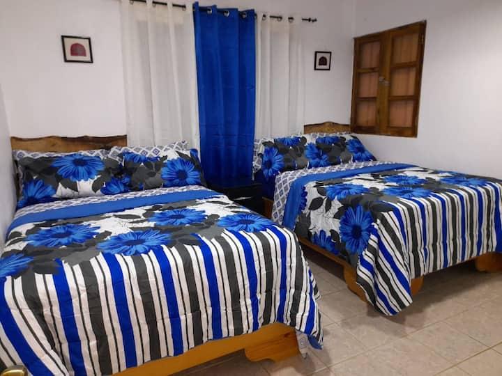 Hermosa y Cómoda habitación para hasta 4 personas