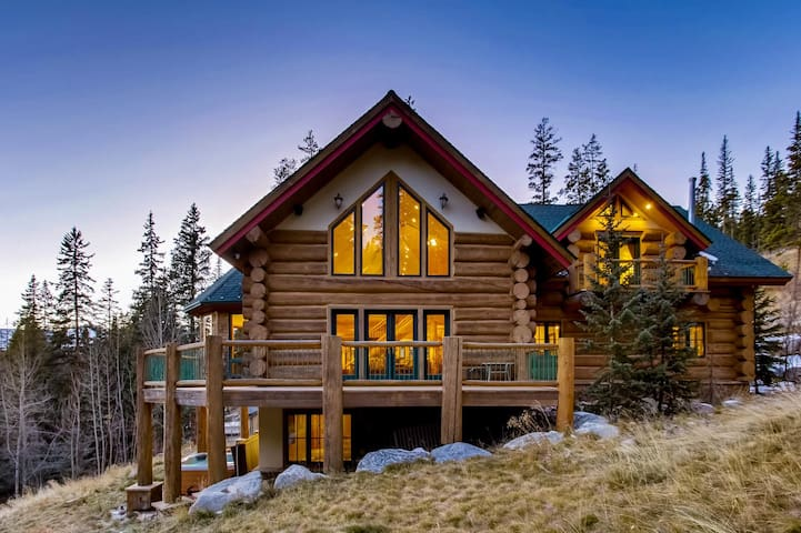 Enjoy Privacy and Great Amenities in the Ultimate Colorado Mountain Lodge! - Paradise Meadow Lodge