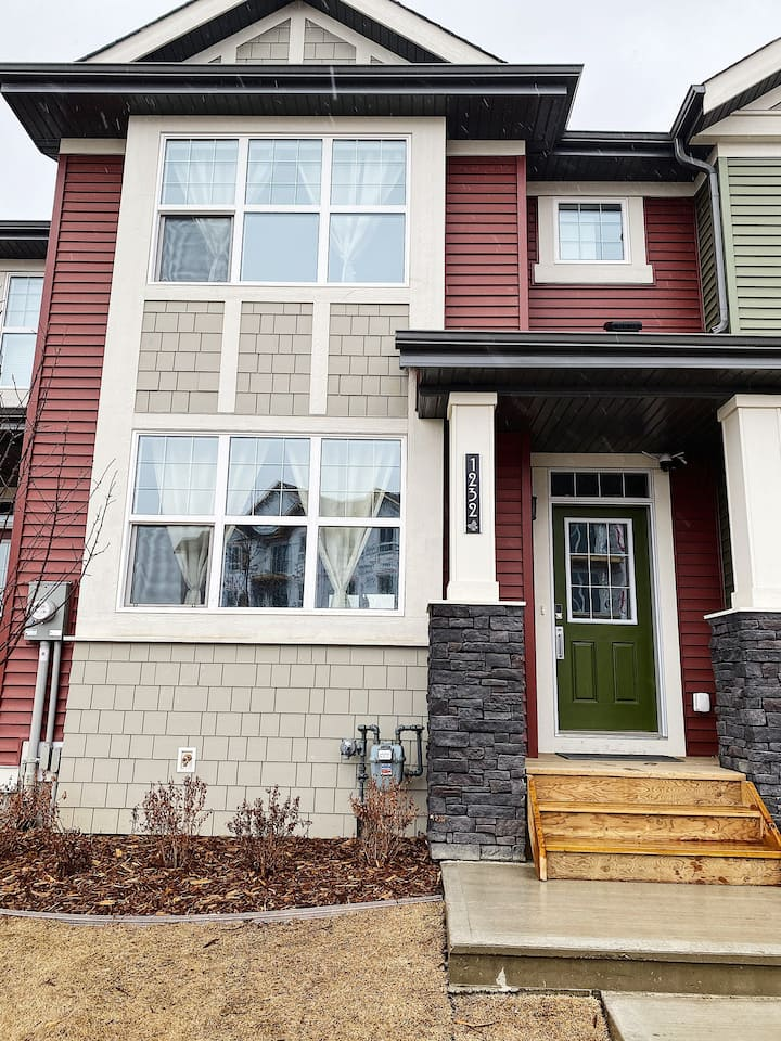 Brand new home 10 mins from West Edmonton Mall!