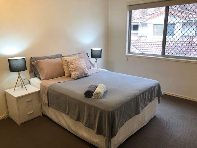 Spacious private room near mall, city, QUT & RBWH