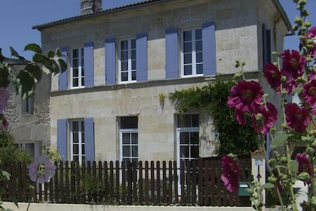 Traditional Charentaise farm house - Saint-Palais-de-Phiolin