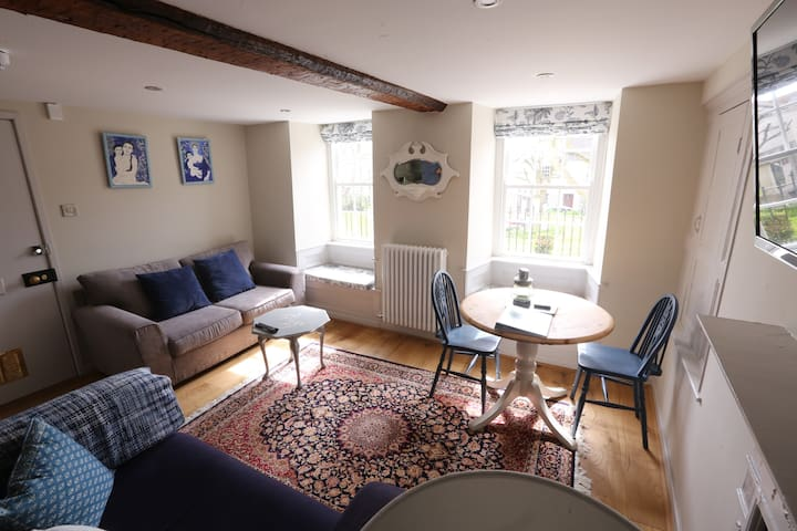 Priesthole apartment Lyme Regis pet friendly