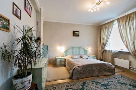 Большая квартира в тихом районе - Москва