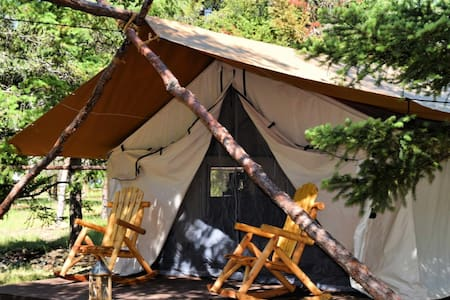 Glamping in Applegate Valley- The Pinot Noir Tent