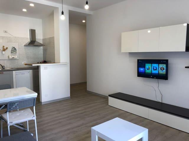 Sala con cucina smart tv