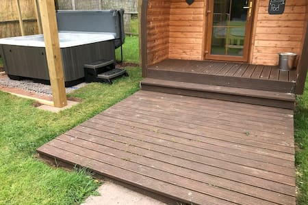 Luxury log pod with private hot tub