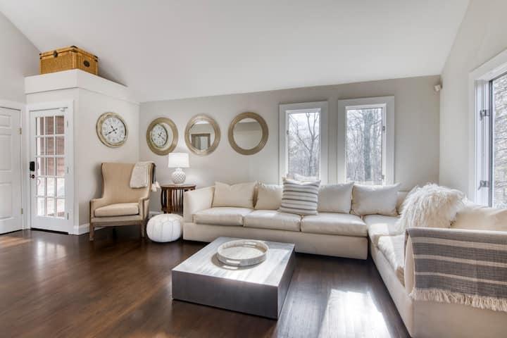 Hamptons Chic - a peaceful 3 bedroom farm house