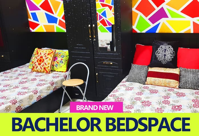 BACHELOR SHARING KING SIZE BEDSPACE FOR INDIAN BOY