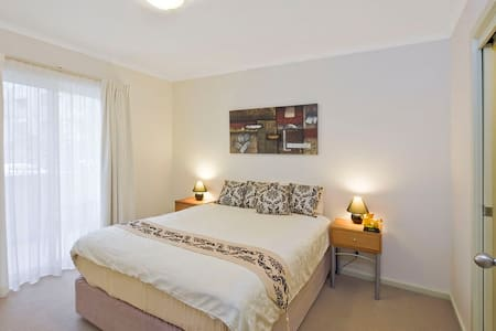 Serviced Apartment with Ensuite - Adelaide - Apartmen