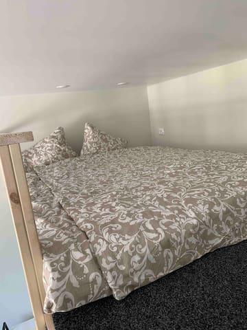 спальное место шириной 160см