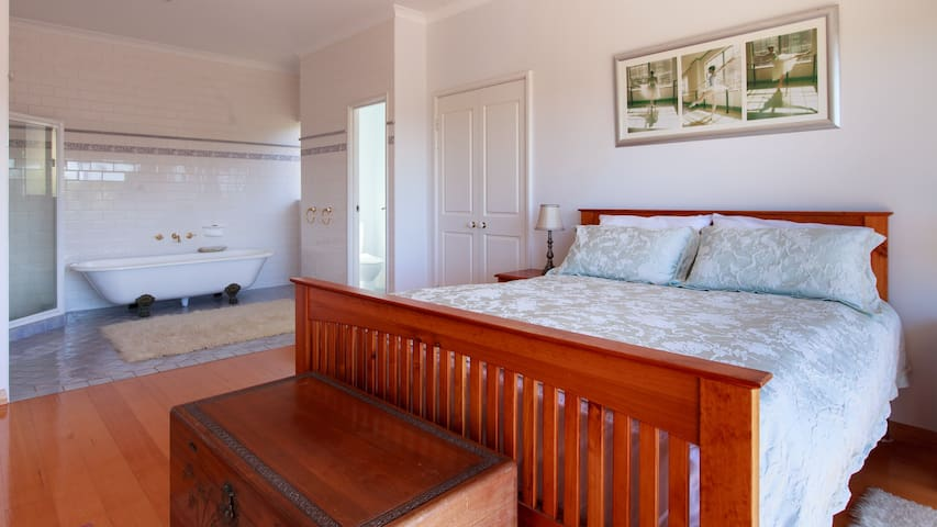 2min walk to shops and river (Last Minute Booking)