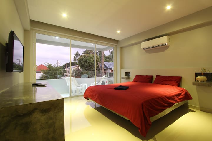 Studio 25m² lit king size/piscine/wifi 200Mb