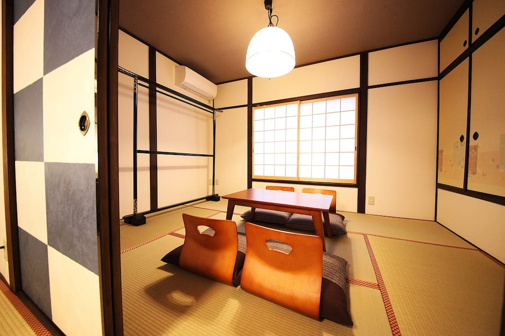 Japanese style living room:Bed room with three Futon sets at night 和室のリビング